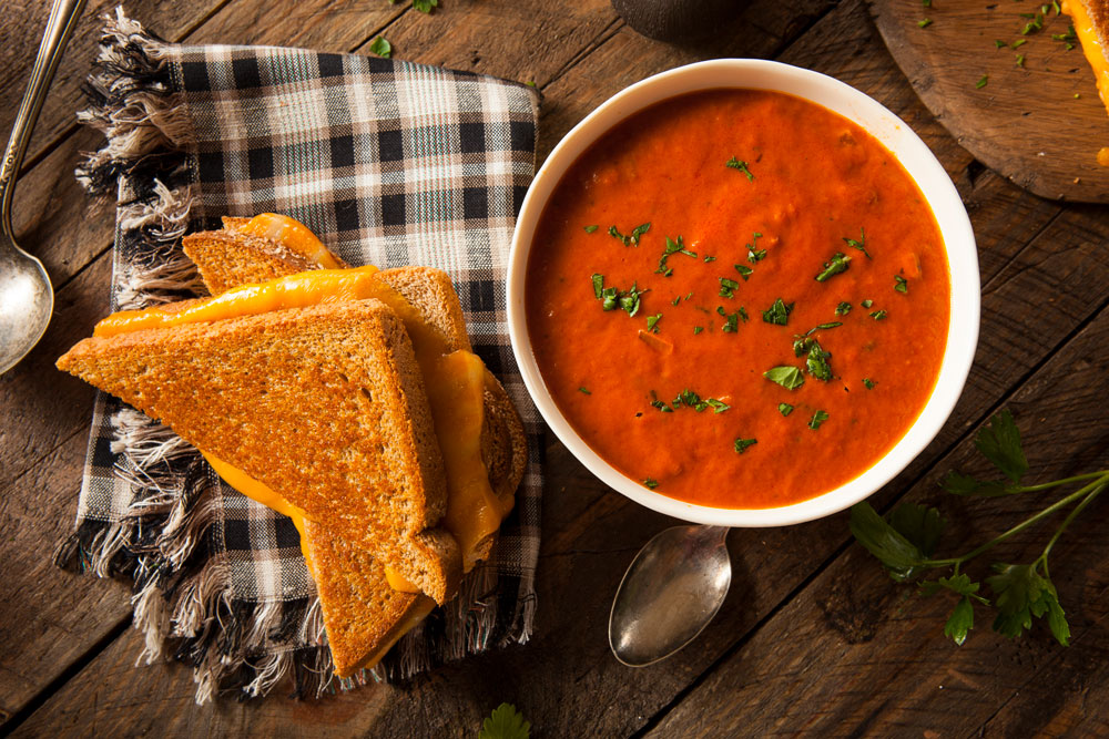 homemade-grilled-cheese-with-tomato-soup-PBHZK8X